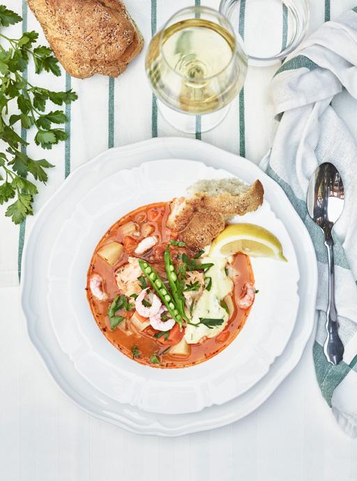 Fransk fiskgryta med tomat, fänkål och färska räkor