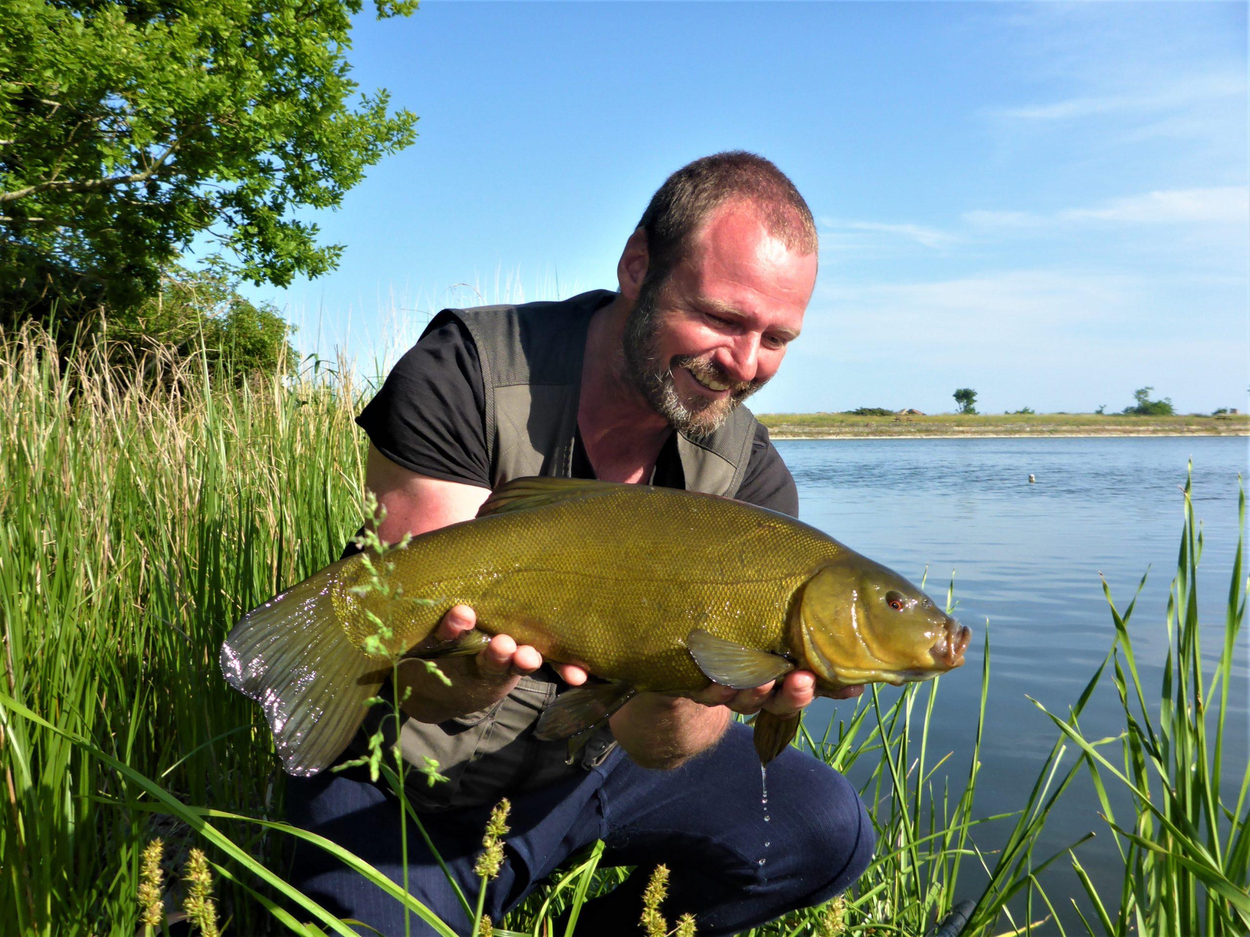 Lystfiskeri efter sudere på Bornholm, kan foregå i mange af øens søer.