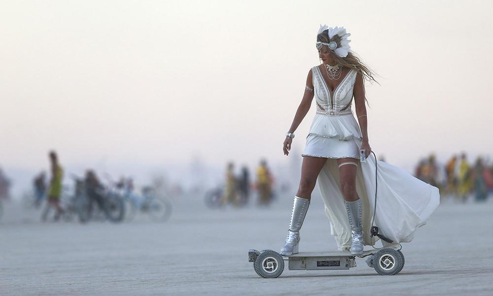 Magazine Chic - E-glide at Burning Man