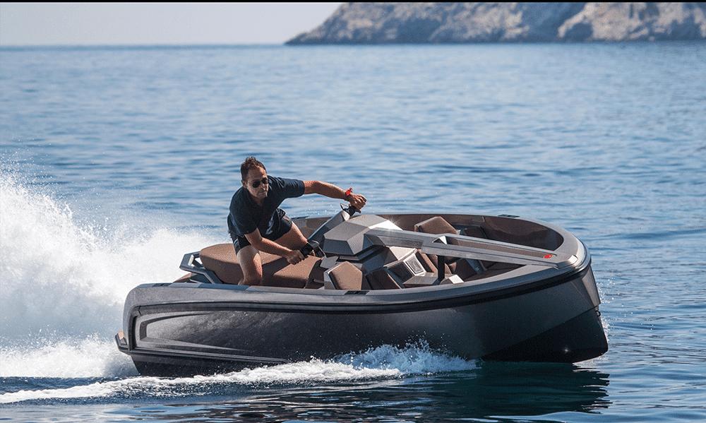 Magazine Chic - Vanquish Yachts or Jet ski