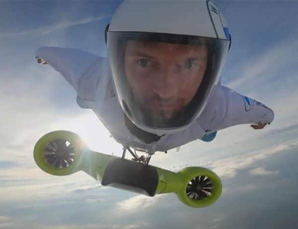 Cette incroyable combinaison volante électrique BMW atteint les 300 km/h