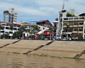 Phnom Penh set fra floden