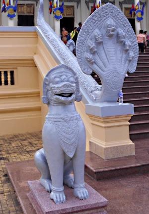 Singe og Naga - Åndetroen i Cambodja