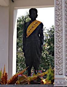 Daun Penh - statue