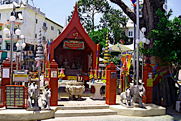 Pattayas skytsånd - Ket Ngam alteret