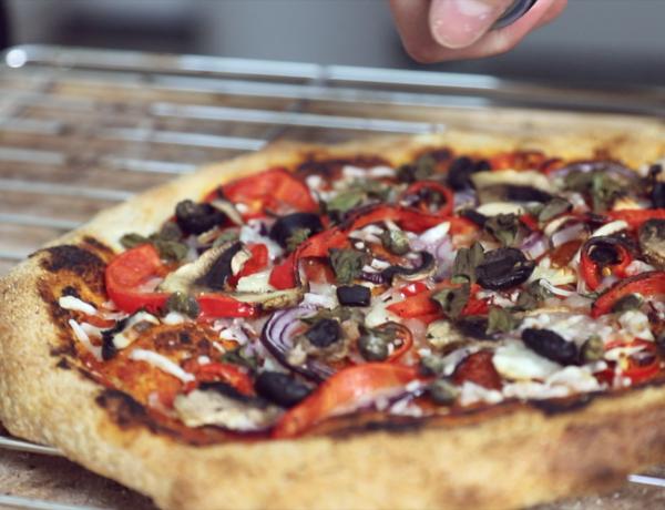 recept om zelf het ultieme pizza deeg te maken