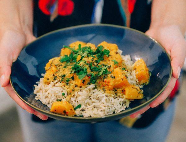 recept om zelf rode pompoencurry te maken met huisgemaakte currypasta