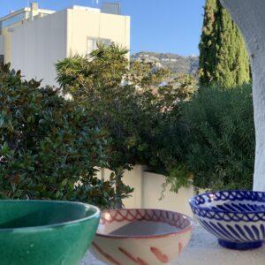 grøn, rød, blå skål håndlavet i spanien