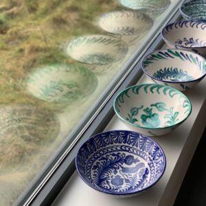 blå skål med mønster håndlavet i spanien