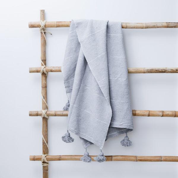 plaid og sengetæppe hør fra Marokko lysegrå Manipura Living