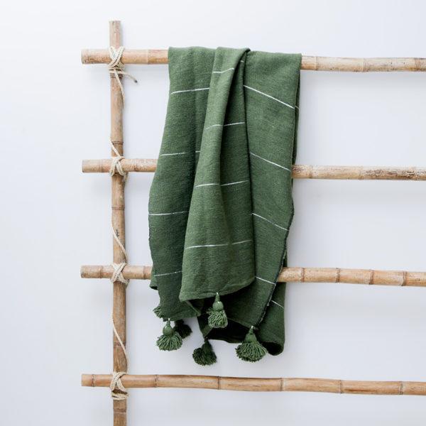 plaid og sengetæppe med pompom kvaster i hør fra Marokko Manipura Living