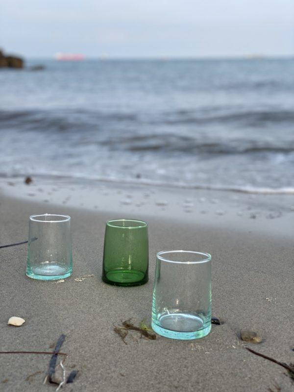 Fez mundblæste glas i grønt og klart genbrugsglas medium