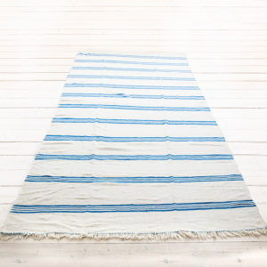 berber kelim gulvtæppe råhvidt med turkisblå striber 400 x 190 cm