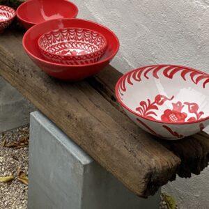 skåle i røde farver