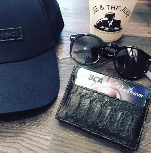 Kundalini Gentlemen wallet herrepung i sort python skind med kreditkort