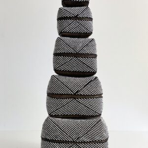 Bali flettet kurveæske med hvide og sorte perler alle størrelser