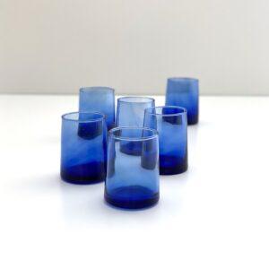 blåt mundblæst genbrugsglas recycled vandglas