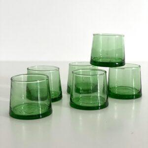 mundblæste glas til shots, snaps fyrfads lys grønt genbrugsglas