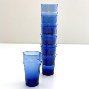 mundblæste blå glas genbrugsglas stable