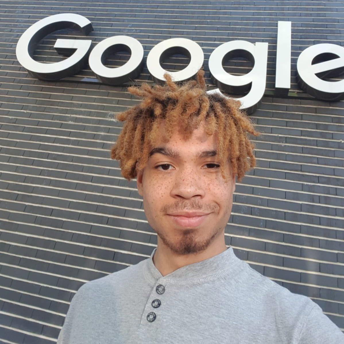 Google Logo vor der Münchner Geschäftsstelle