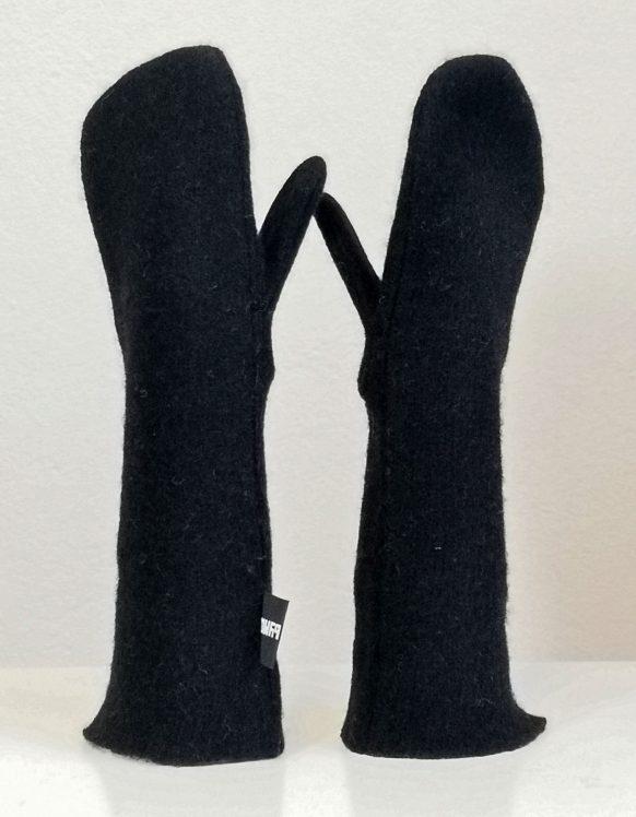 Maria-byman-AW2020-unisex-mittens3a-black