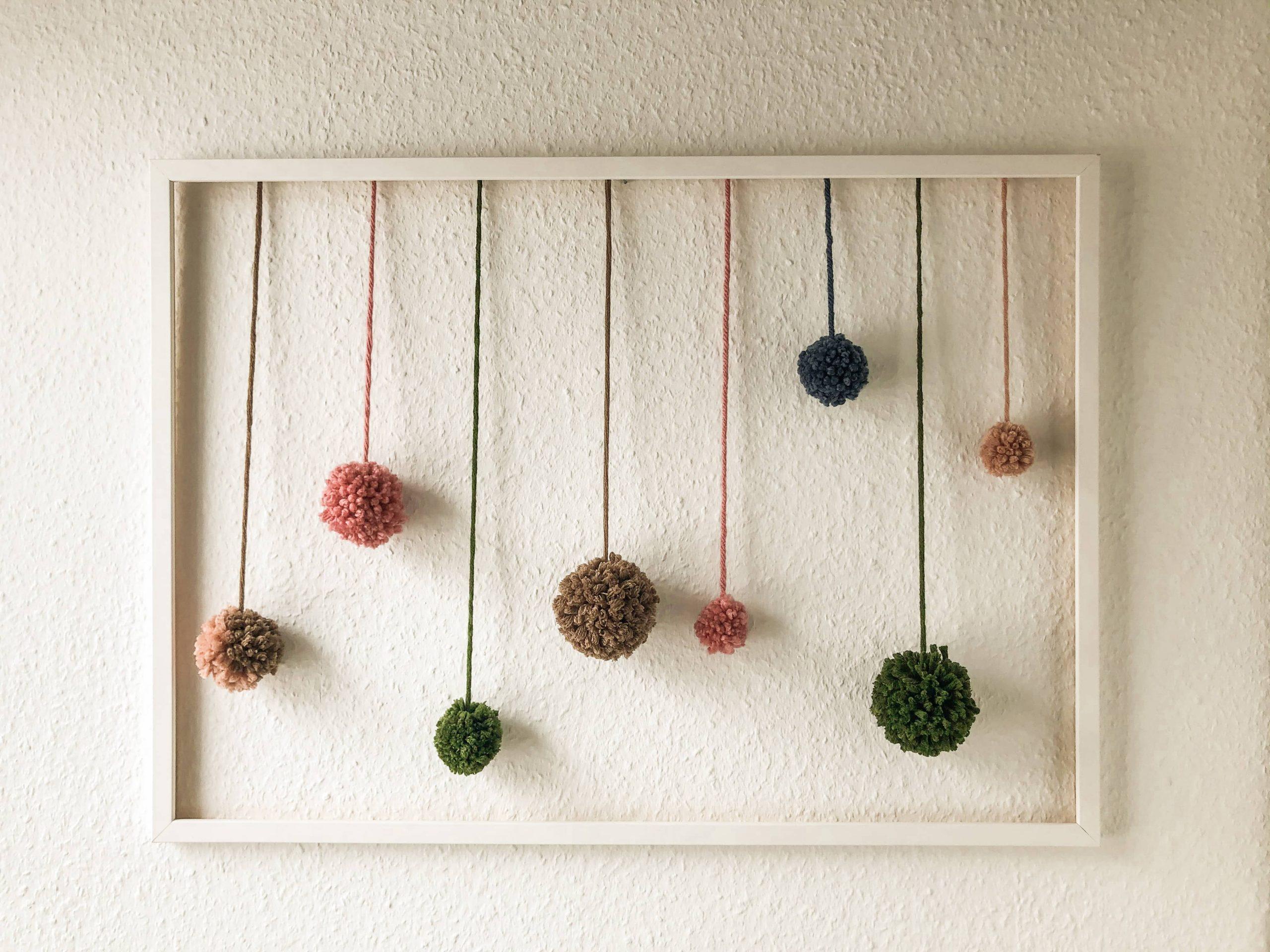 Bommelbild selber machen. DIY aus Wollresten