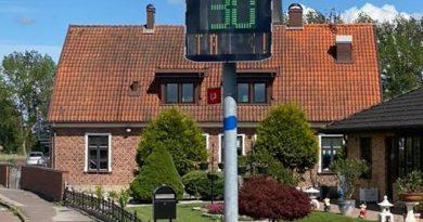 Bild på hastighetsskylten vid Mariebo förskola.