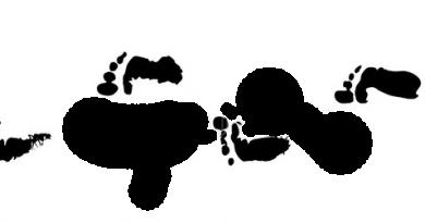 Bild på svarta fotsteg