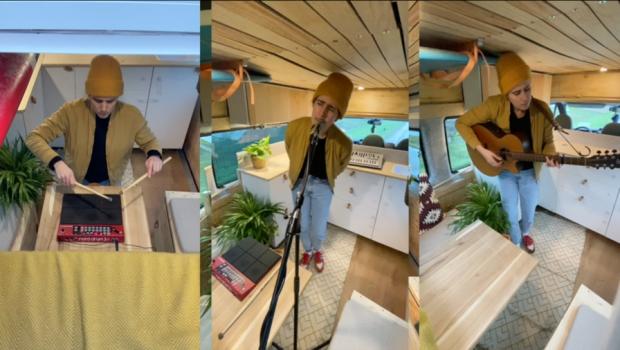 """Marie Rauschen nimmt das Lied """"Angekommen"""" in Ihrem Van auf"""