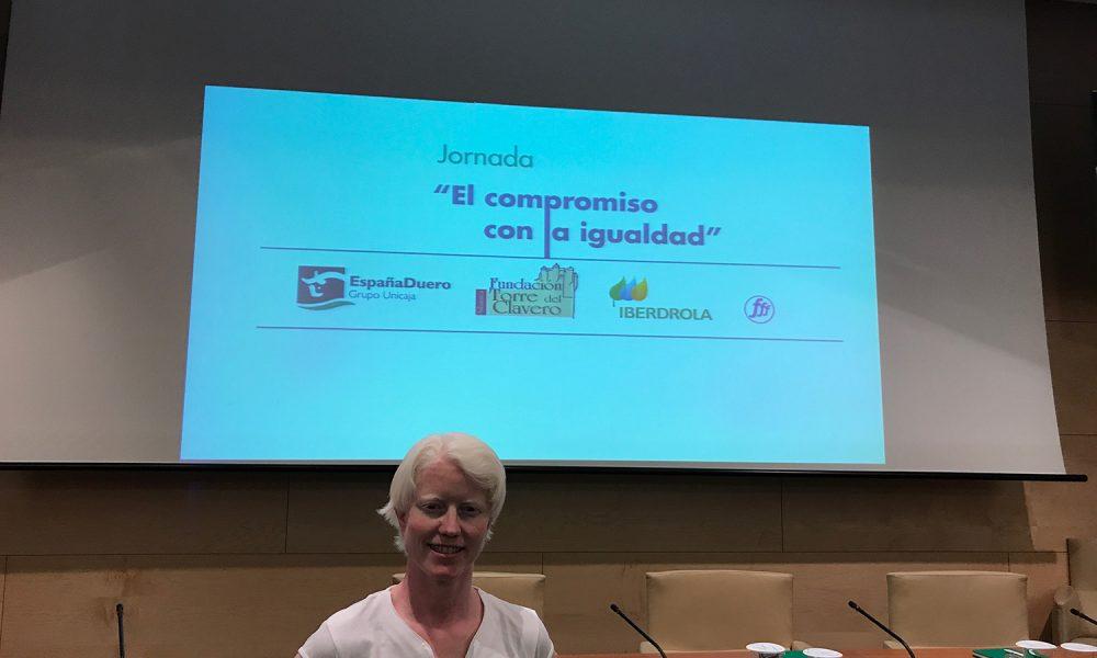 Marta Arce presentando la Jornada 'El compromiso con la igualdad'.