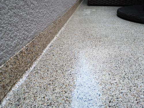 Boden abgeschliffen und 2x lackiert