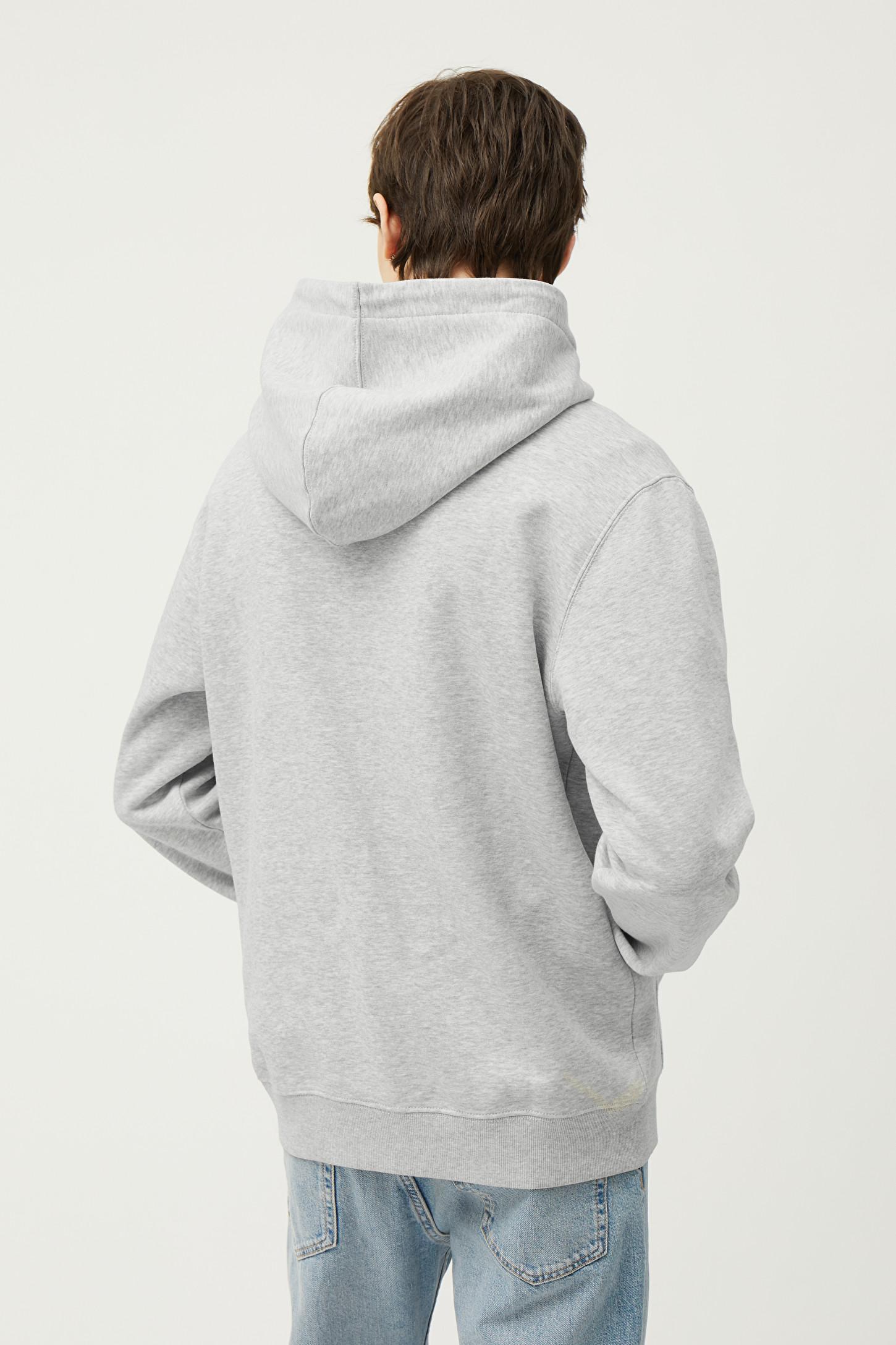 Hoodien är sensommarens skönaste plagg – 5 favoriter att bära till allt