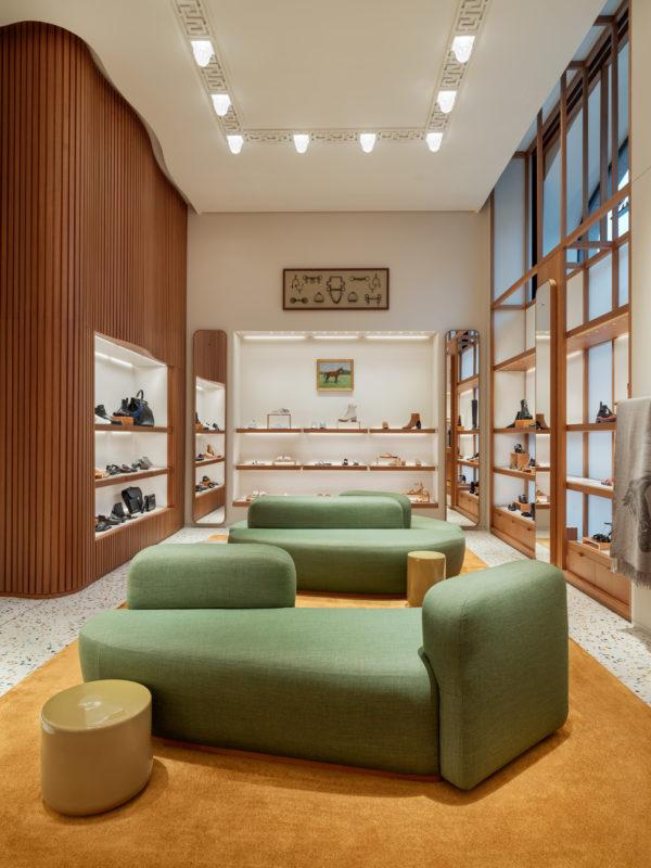Kika in i Hermès nya flaggskeppsbutik i Stockholm