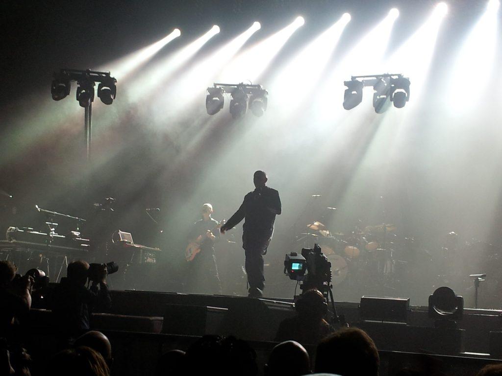 KOMPLETT: Peter Gabriel gir en komplett forestilling. Musikk, lys, video og hans kroppsbevegelser er helt synkront.