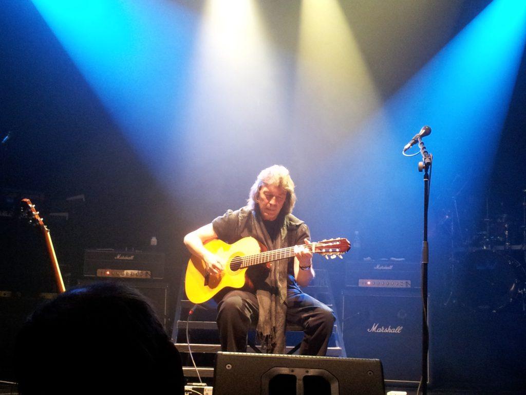 Steve Hackett er en glimrende gitarist. Det er rammene rundt som blir feil. Her spiller han Supper's Ready.