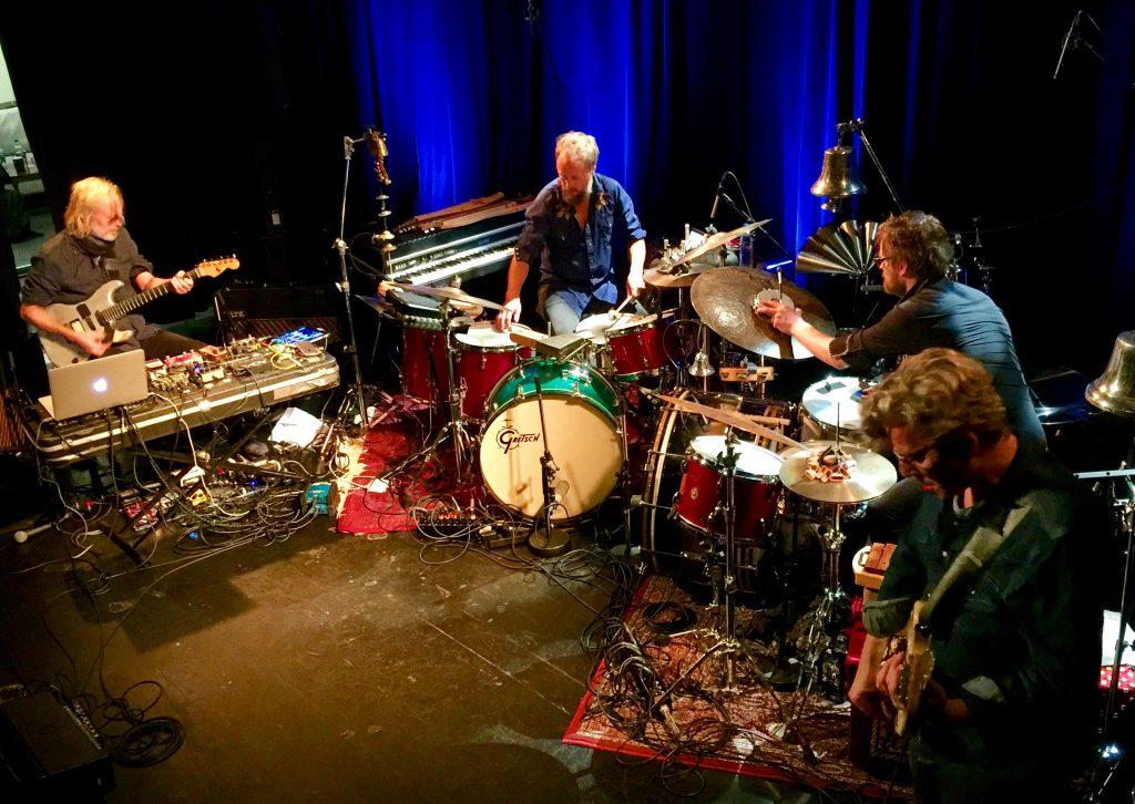 LYDMAGI: Eivind Aarset og hans band spilte intenst, drømmende og svært overbevisende på Nasjonal Jazzscene 3. oktober. Aarset er Norges viktigste jazzmusiker nå.