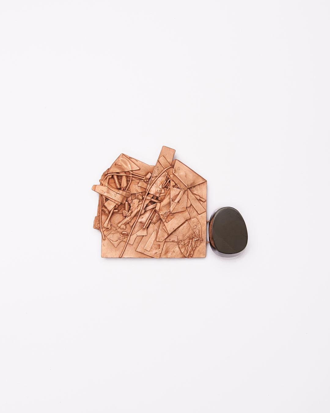 Iris Bodemer, Notizen (Notes), 2016, brooch; bronze, jet, 80 x 110 x 20 mm, €2000