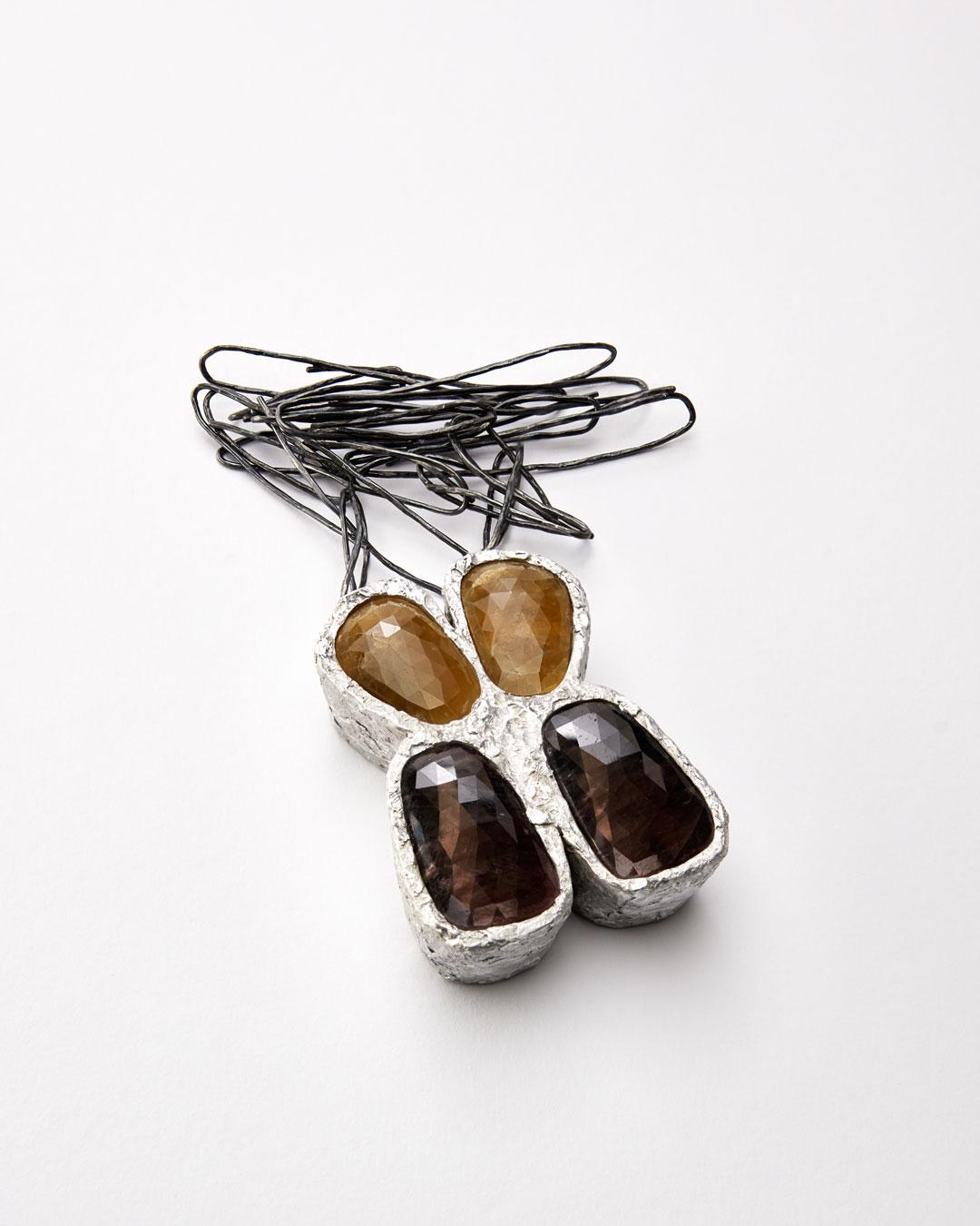 Iris Bodemer, Ordnung 1 (Array 1), 2019, pendant; aluminium, sapphire, silver, 90 x 65 x 25 mm, €4250