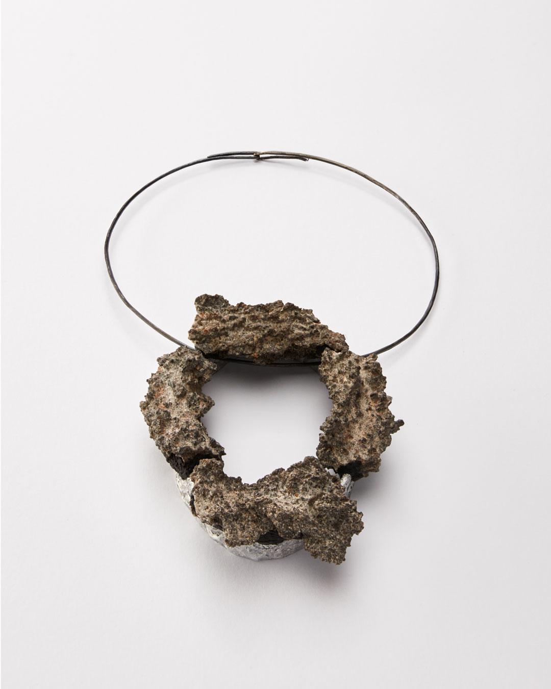 Iris Bodemer, Ordnung 5 (Array 5), 2019, pendant; aluminium, fulgurite, mounting adhesive, 140 x 110  x 35 mm, €3500