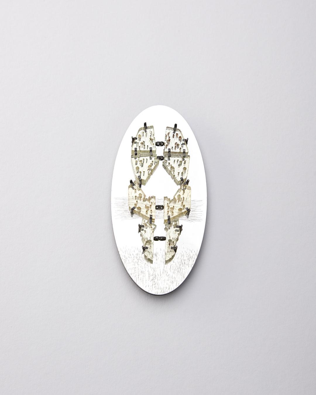 Iris Bodemer, Figur 2 (Figure 2), 2019, brooch; beryl, Alu-Dibond, silver, mounting adhesive, 130 x 65 x 15 mm, €4000