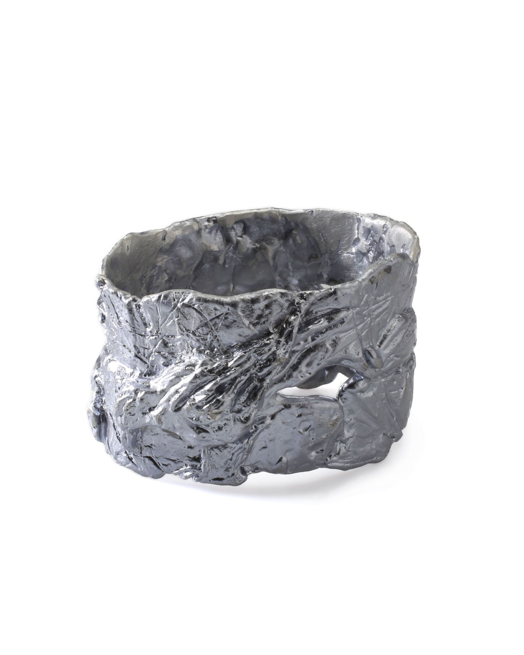Juliane Brandes, untitled, 2013, bracelet; aluminium-manganese, 75 x 50 mm, €1100