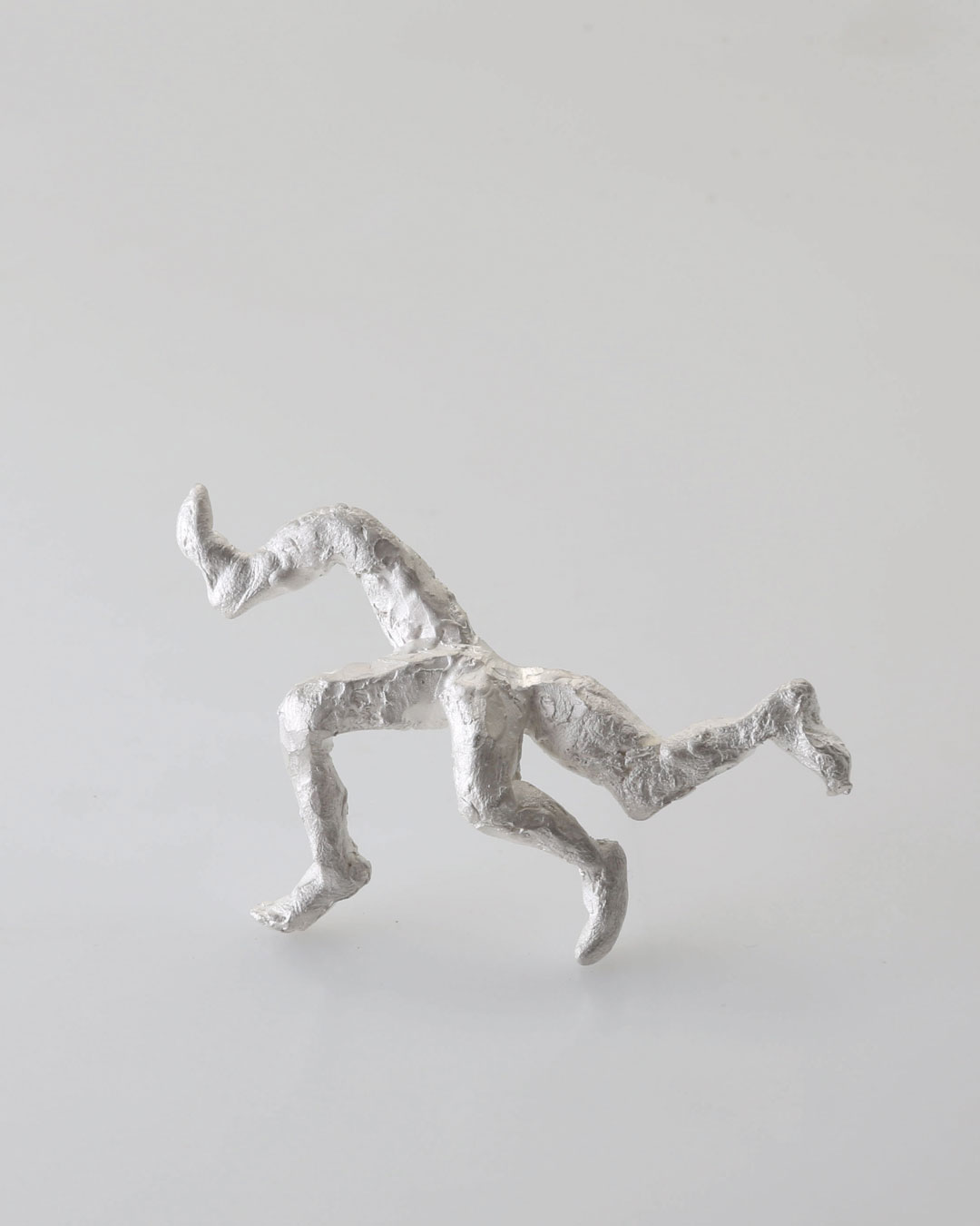 Juliane Brandes, Der Club, 2015, brooch; silver, 75 x 40 mm, €1460