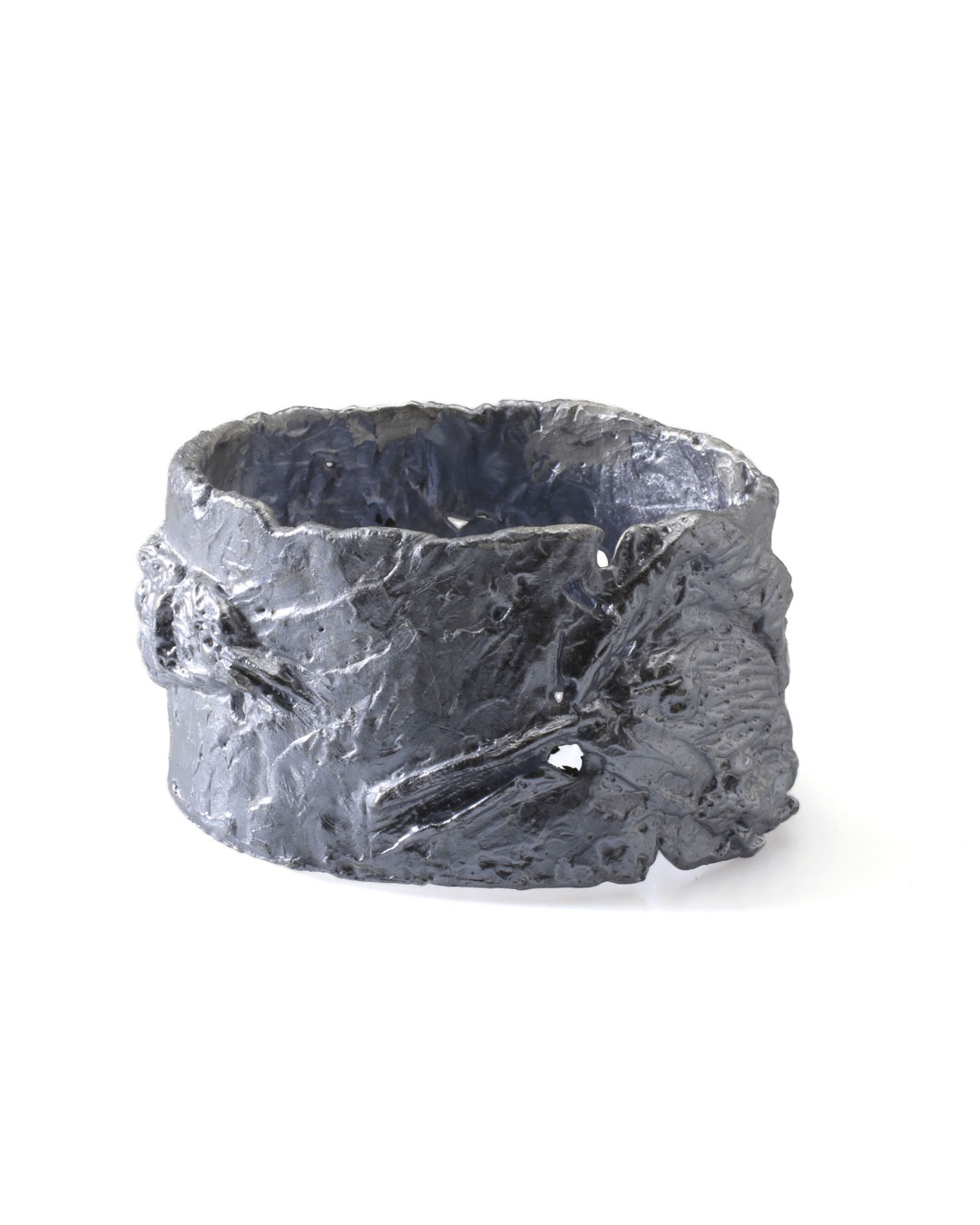 Juliane Brandes, untitled, 2013, bracelet; aluminium-manganese, 80 x 45 mm, €1100