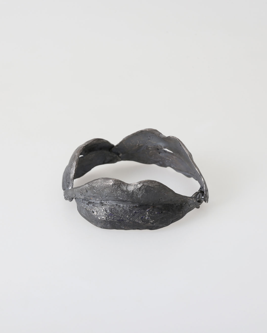 Juliane Brandes, untitled, 2017, bracelet; silver, ruthenium, 70 x 30 mm, €2430