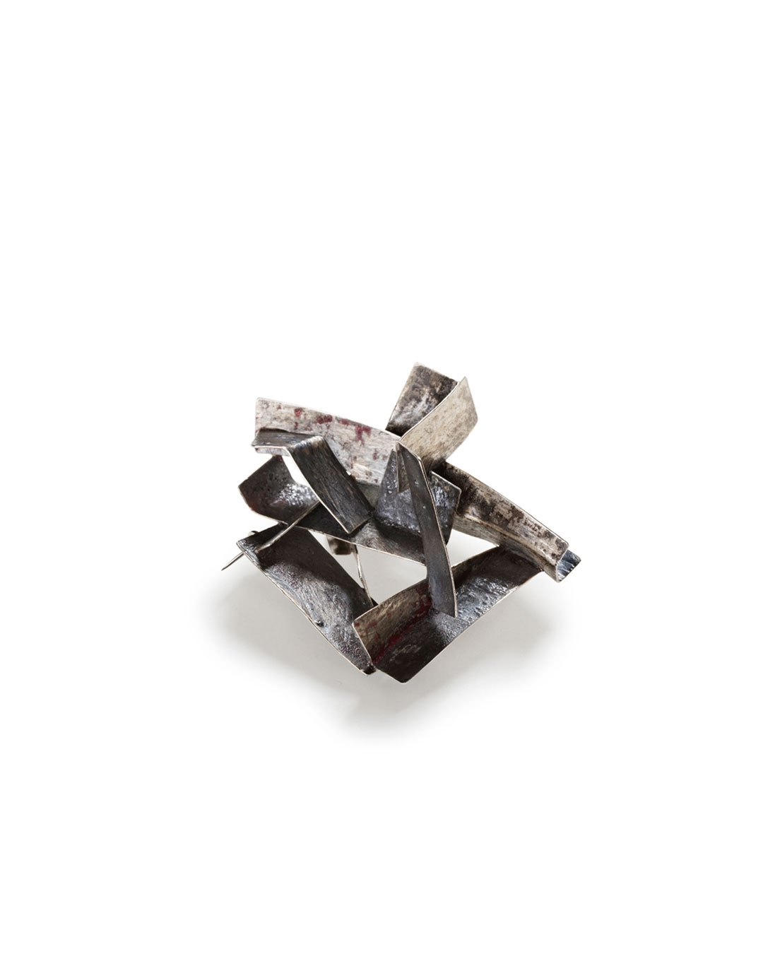 Antje Bräuer, Black Corners, 2013, brooch; silver, niello, pigment, steel, 48 x 58 x 33 mm, €750