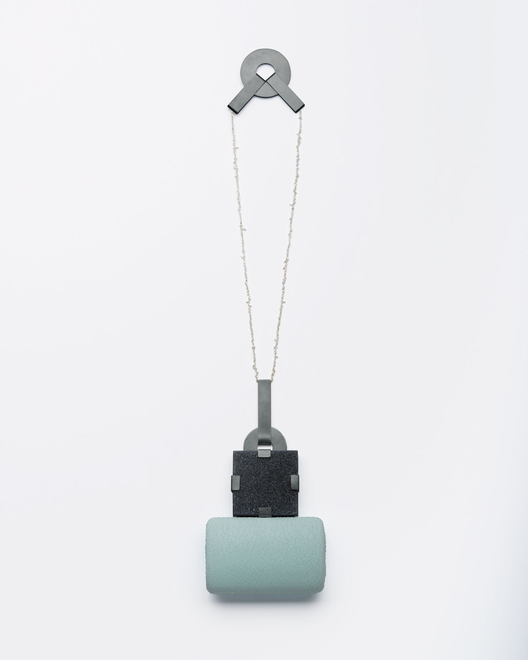 Ute Eitzenhöfer, untitled, 2013, necklace; agate, pearls, oxidised silver, plastic (from packaging), 300 x 300 x 30 mm, €3000