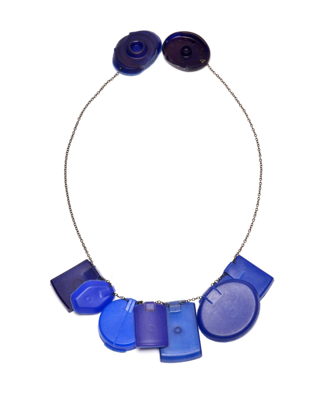 Ute Eitzenhöfer, Duschgelölmilchglanzshampooklarspülercollier, 2002, necklace; plastic (from packaging), silver, 230 x 120 x 10 mm, €950