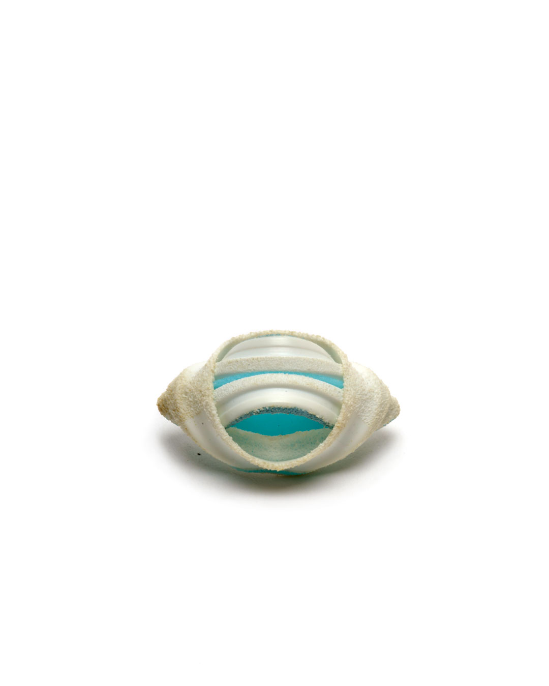Ute Eitzenhöfer, Alcadef 2, 2002, brooch; plastic (from packaging), silver, 45 x 30 x 20 mm, €1250