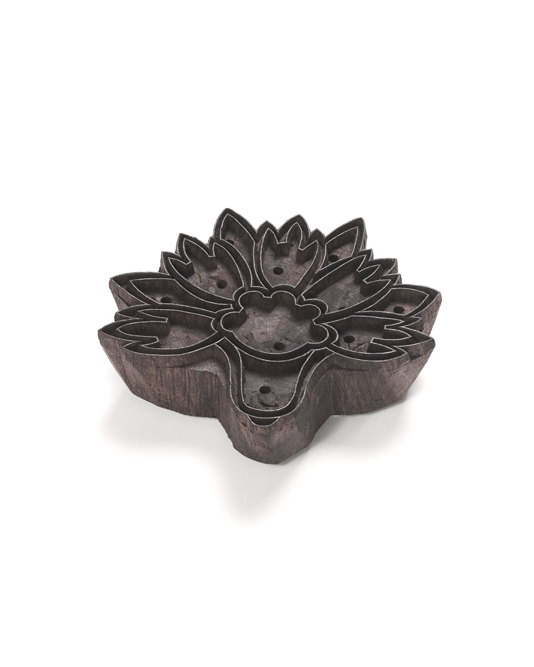 Willemijn de Greef, Spakenburg 1, 2009, brooch; teak wood, silver, paint, 150 x 140 x 35 mm, €750