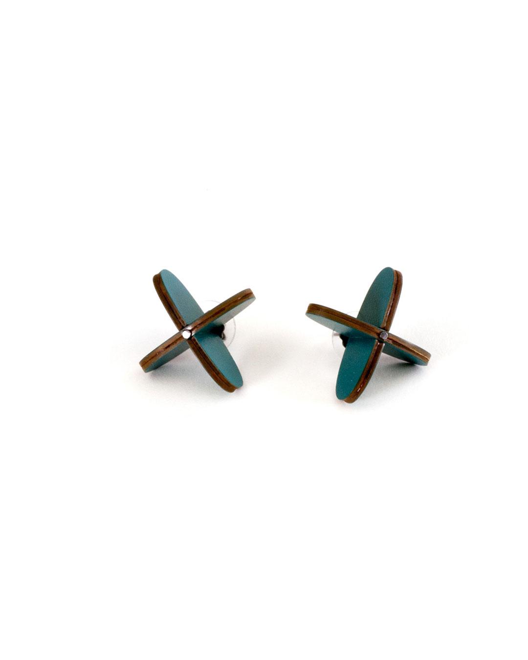 Rebecca Hannon, Pinwheel, 2015, earrings; laminate, silver, 30 x 30 x 25 mm, €340